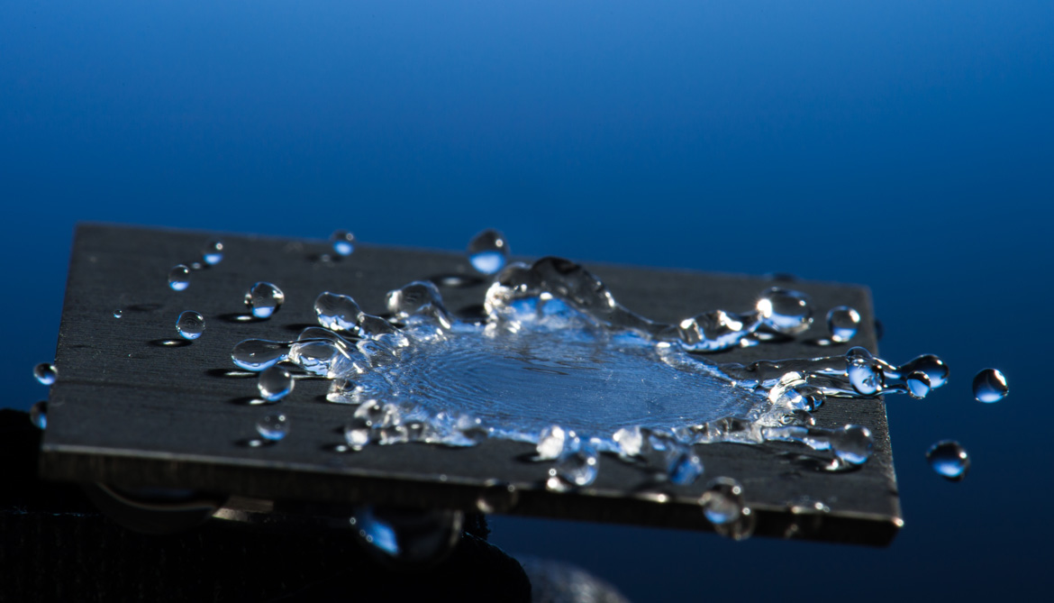 water bounces off super hydrophobic material