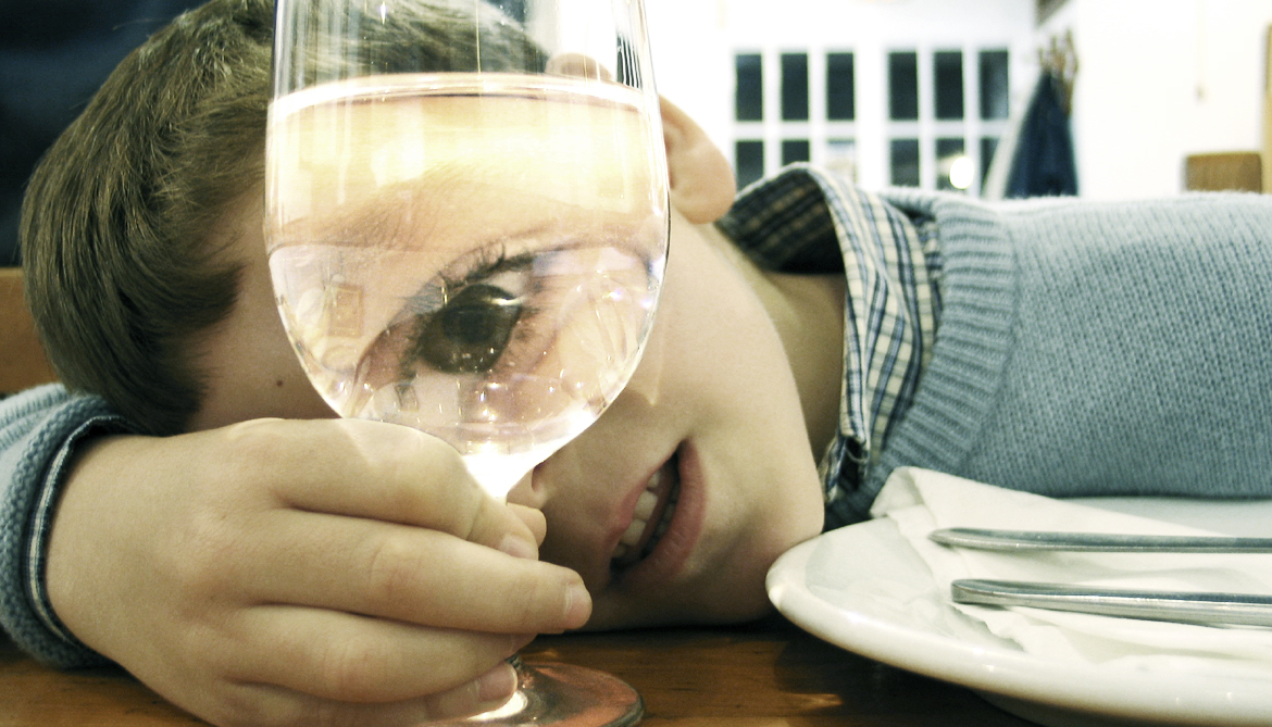 Early sips of booze linked to drinking later