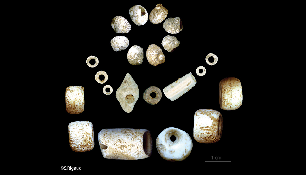 Neolithic jewelry splits farmers from hunters