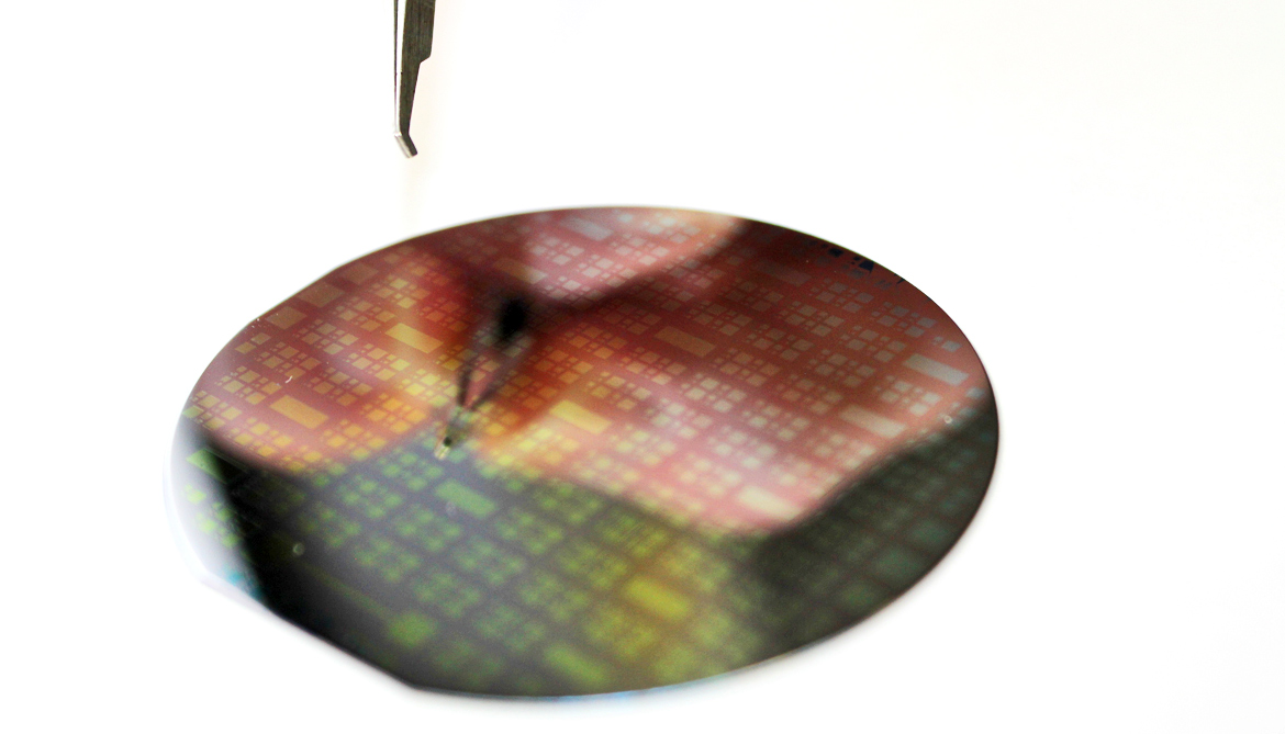 Can graphene oust silicon from memory chips?