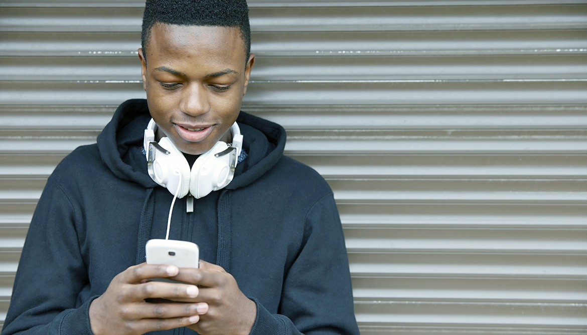 Kids addicted to phones: Why parents shouldn't worry