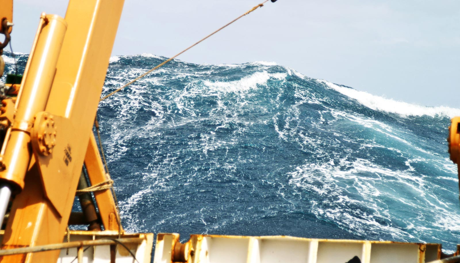 How a 'bad day at the ocean' creates rogue waves - Futurity