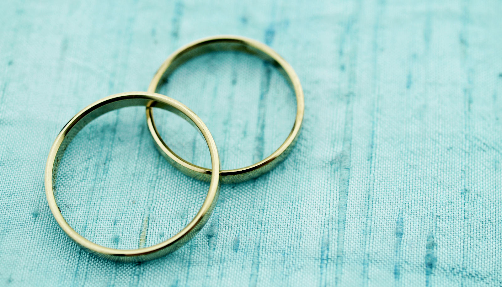 Wedding Rings Cloth Background 1600 Futurity