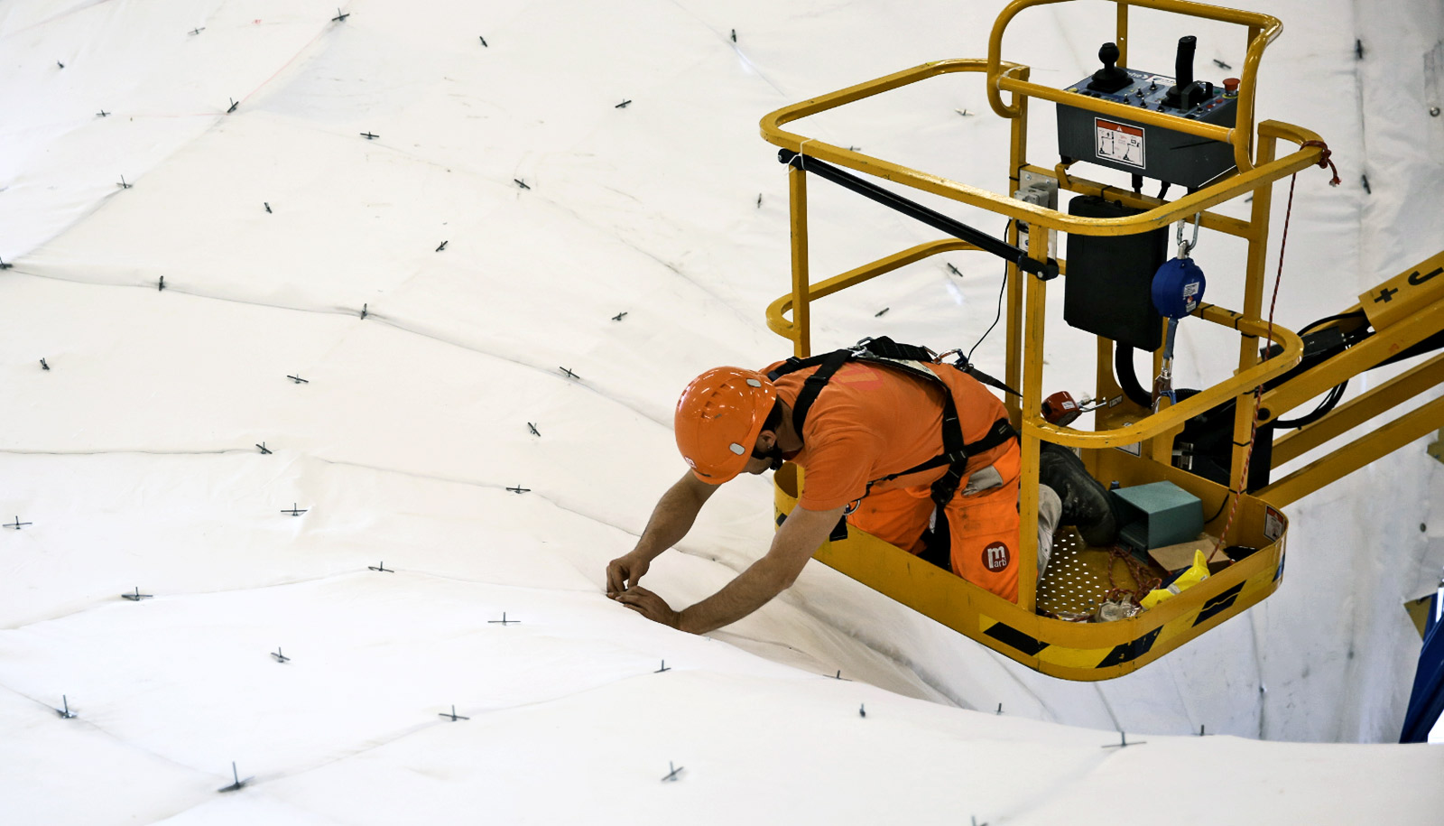 Ultra-thin, curved concrete roof generates solar power