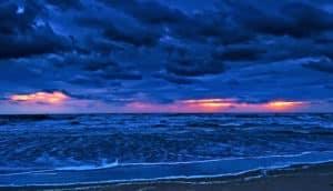 ocean shore at dusk (oxygen in the ocean concept)