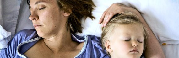mom and child co-sleeping
