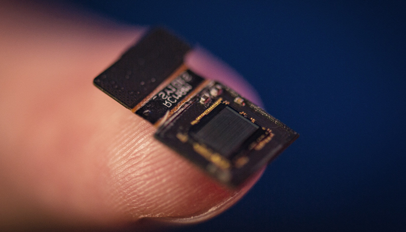 FlatScope on fingertip