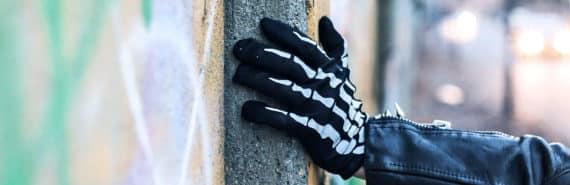 skeleton glove (bones concept)