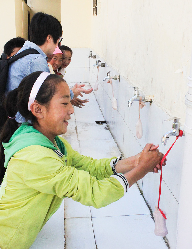 Sichuan school children wash hands to prevent Taenia solium