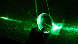 green laser mirror (optical frequency synthesizers concept)