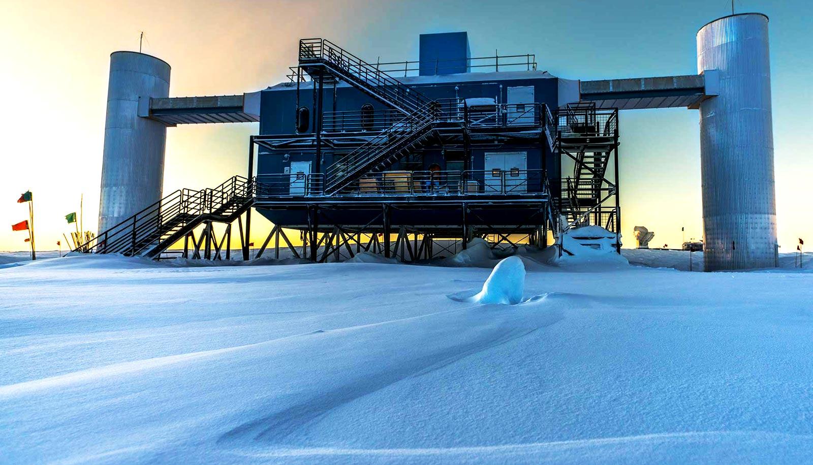 Mystery solved: 'Ghostly' neutrinos come from a blazar ... Icecube Neutrino Observatory