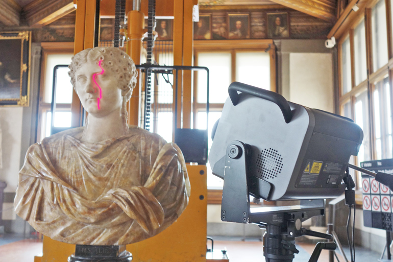 scanning a sculpture in Uffizi Gallery