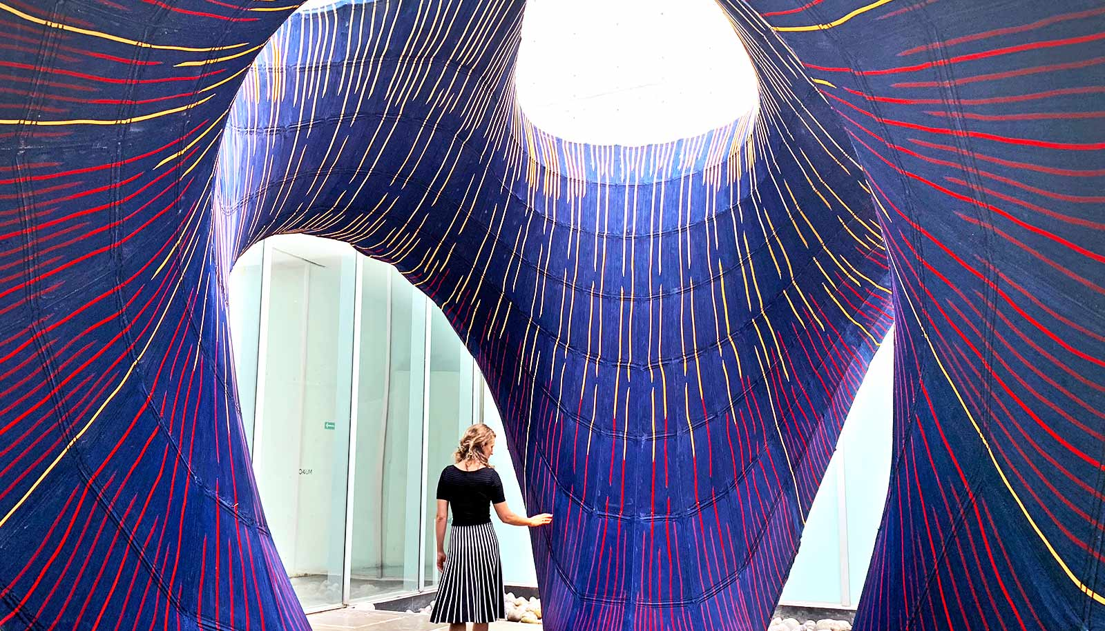 Knitted shell holds up 5-ton curved concrete structure