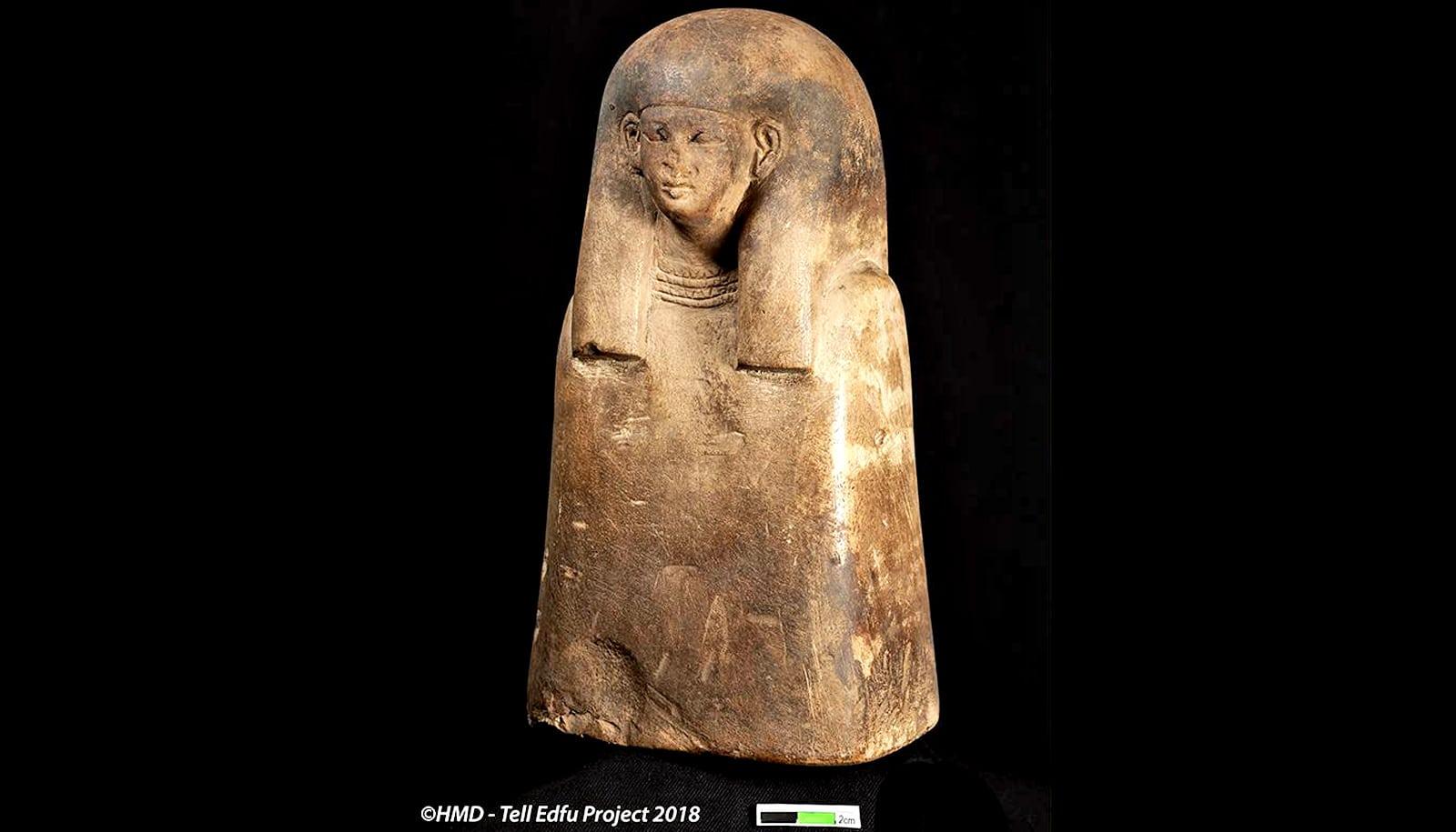 Female ancestor bust of limestone.
