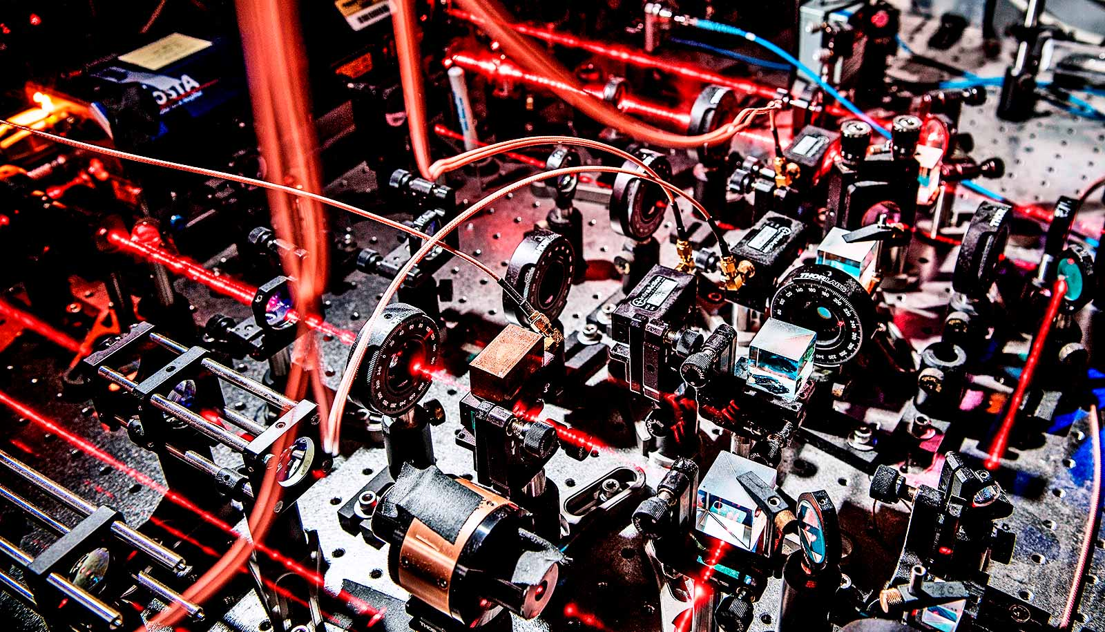 'Mini quantum collider' may lead to better spintronics
