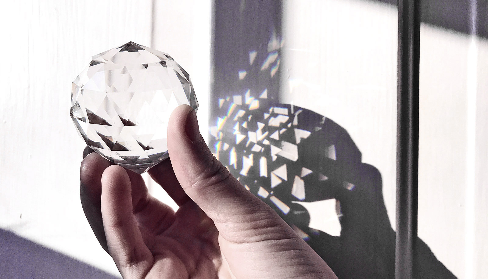Light from exotic crystals improves solar panels