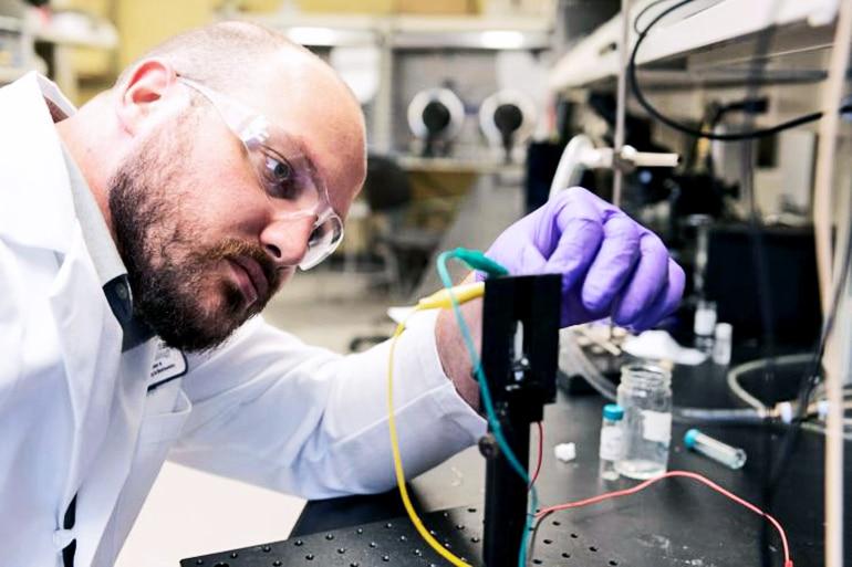 Dylan Christiansen studies the electrochromic properties of new materials
