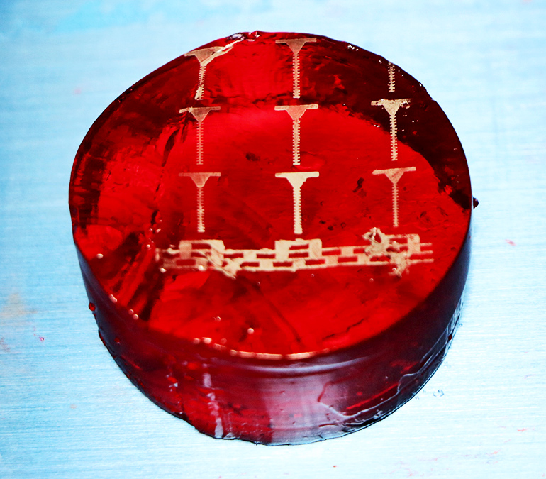 Printed electronic traces on gelatin