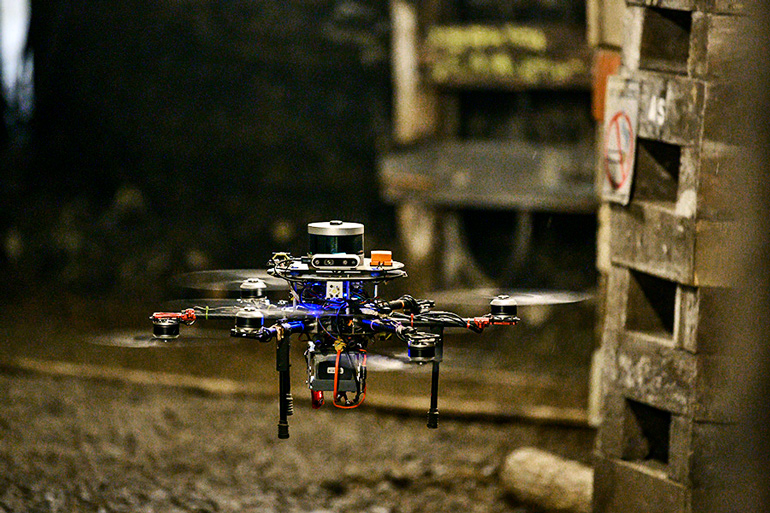 The flying drone robot navigates the Tour-Ed mine