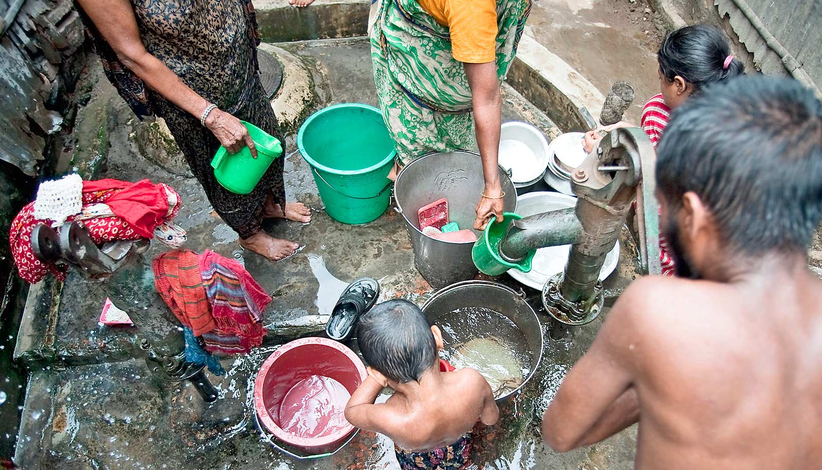 Fewer sick kids when water pump gets chlorine dispenser
