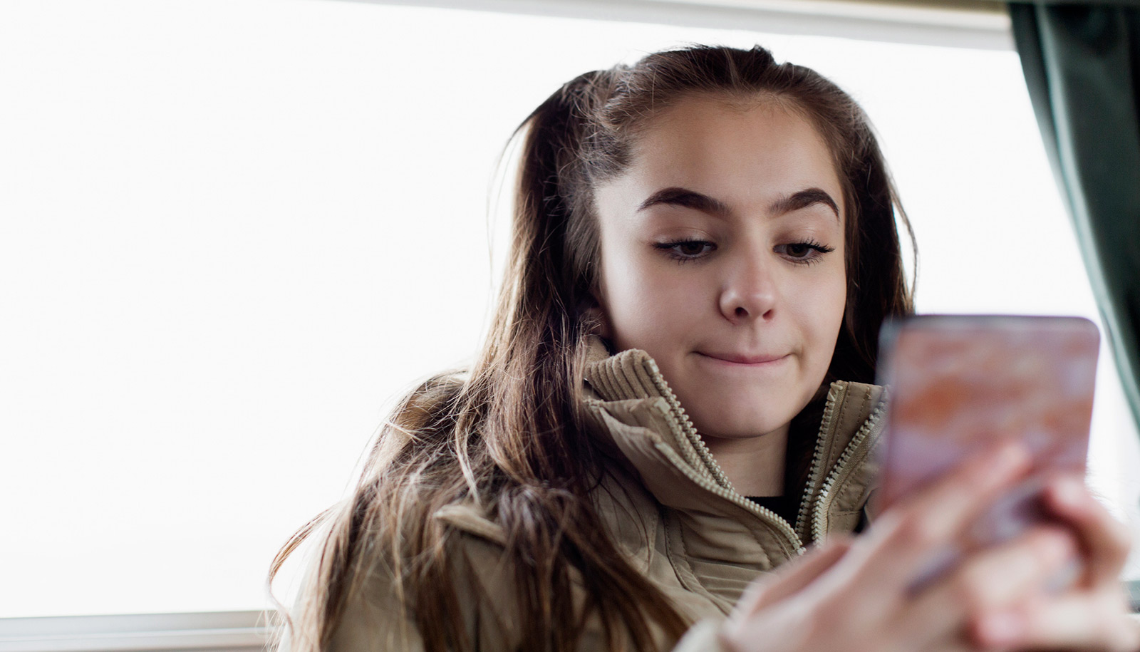 Teens who spend hours on social media report these behaviors