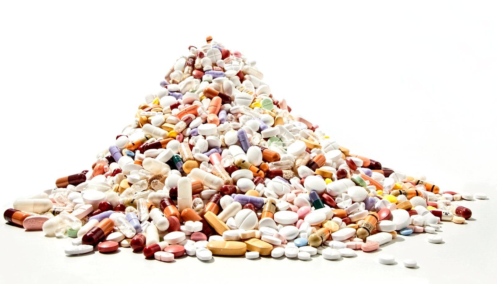 too many medicine ile ilgili görsel sonucu