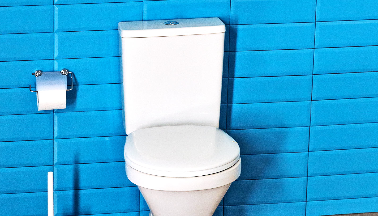 Coating lets toilets clean themselves and save water