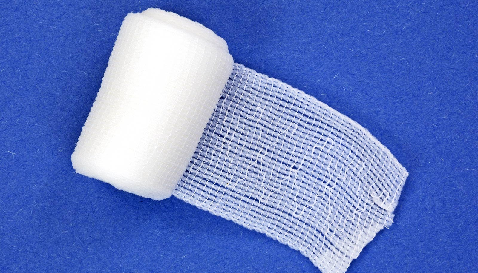 Bandage speeds blood clotting and doesn't stick
