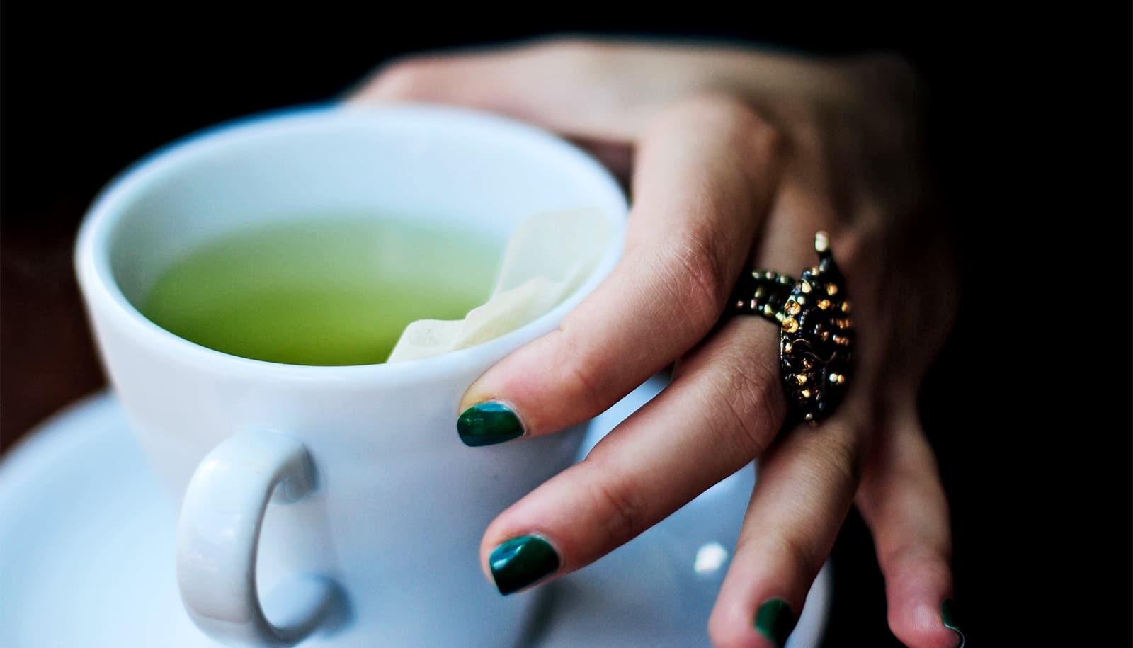 Green tea compound blocks key SARS-CoV-2 enzyme - Futurity